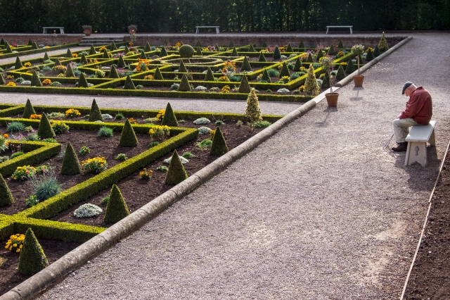 Nodding in the parterre...